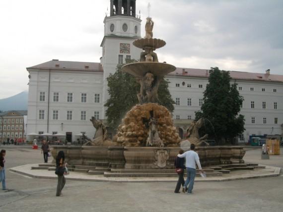 旧市街の中心にあるレジデンツ広場
