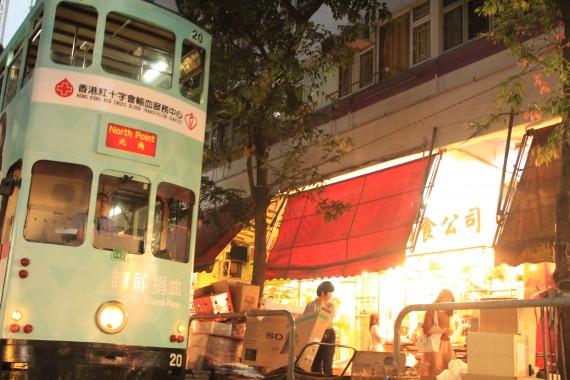 街中を走るトラム