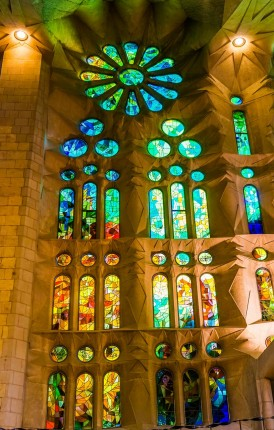sagrada-familia-cathedral-1147939_1280