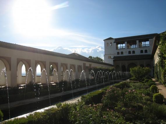 一番の見どころであるアセキアの中庭