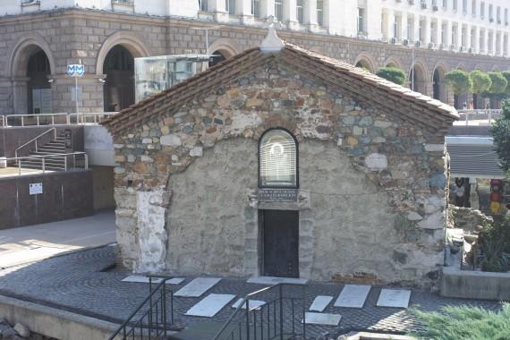 半地下にある珍しい教会